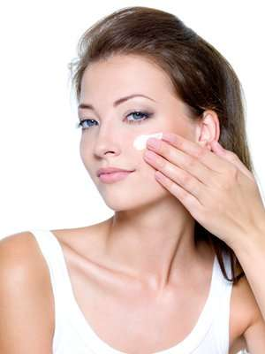 Learn How to apply Moisturizer Correctly