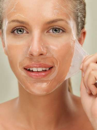 peel off face mask to remove blackheads