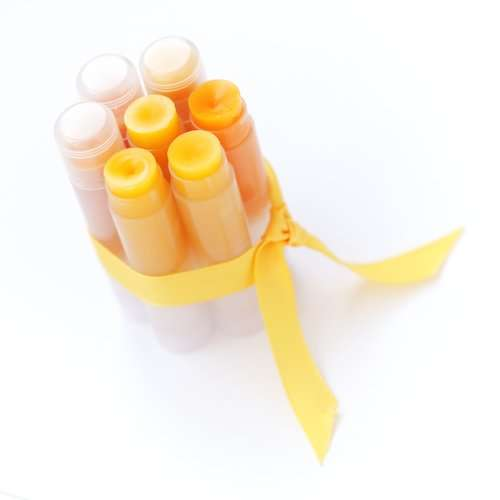 diy beeswax lip balm